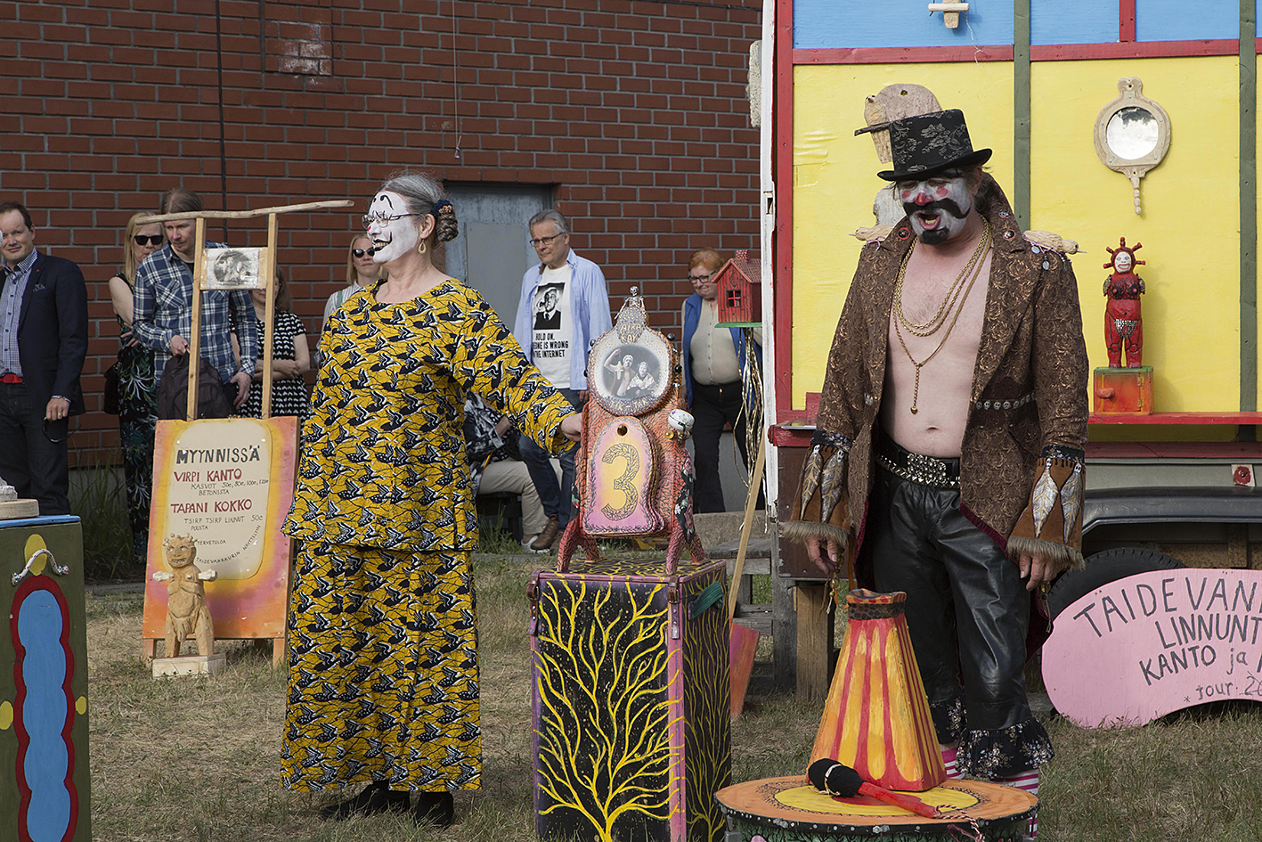 Art Wagon performance / Taidevankkuri-esitys, 2018 Foto: Pekka Syrjälä